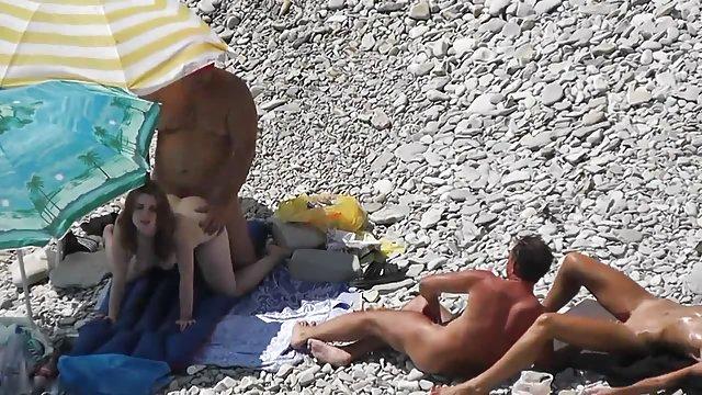 podsmotrennoe-porno-video-na-plyazhe-v-sochi