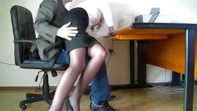 Под столом секретарши камера — pic 2